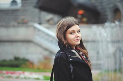 Вера девушка взгляд глаза улыбка портрет город осень