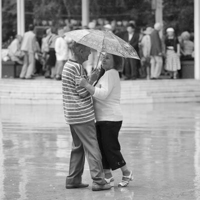 Дождевальс портрет старики танец дождь Сокольники
