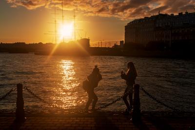 Теплый свет октября Санкт-Петербург вечер река контровый свет девушки