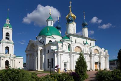 На территории Спасо-Яковлевского монастыря ростов великий спасо-яковлевский монастырь