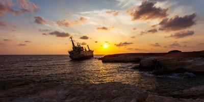 Бедолага EDRO III кипр пафос корабль закат пейзаж море