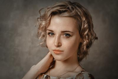 Лера портрет девушка арт фотосъёмка фото девушек фотограф Роман Сергеев фото-сессия Гламур