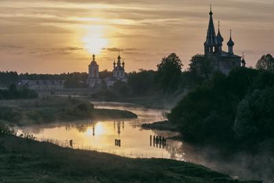 Утреннее купание утро река туман отражения монастырь дунилово