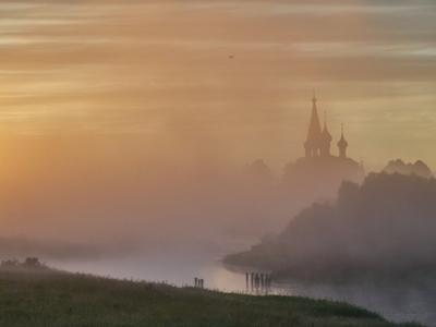 Туманное утро утро туман река храм