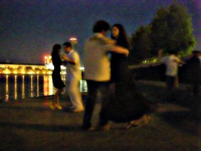 Танго танго, танец, ночь