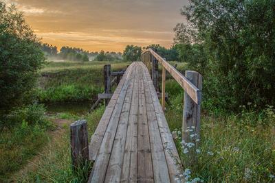 Два берега Тверская область вечер деревня закат лето луг мост река