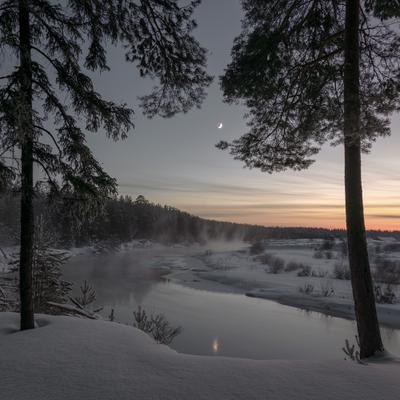 Сумерки на реке Белая Холуница зима закат река серп луна туман вятка