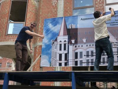 Монтаж баннера Рекламные агентства Аккорд Саратов печать на баннерах www.accord-ra.ru