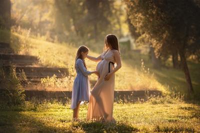 *** мама и дочь беременная девушка