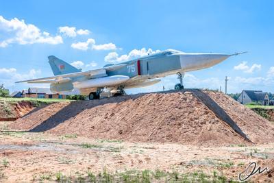 Советский фронтовой бомбардировщик Су-24 Су-24 фронтовой бомбардировщик самолет