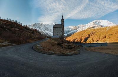 Церковь на серпантине Пейзаж церковь серпантин природа Швейцария горы