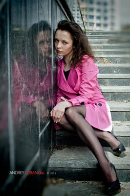 Таня Девушка на ступеньках