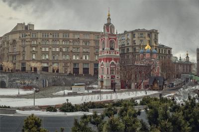 Снегопад в парке Зарядье город Москва Зарядье парк Варварка храмы снегопад весна