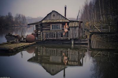 Раздвоение дом отражение зеркало дача рыжая плавающий небо пейзаж природа