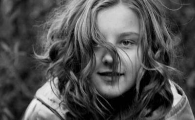 ветер девочка движение волосы ветер