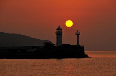 Ялтинский маяк ялта крым маяк море утро пейзаж
