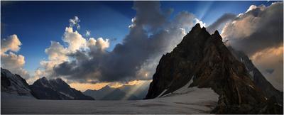 вечер на плато Грузия, Кавказ, под Ушбой