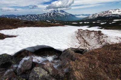Незабываемая Камчатка. Камчатка вулкан снег ручеек холодная чистая вода