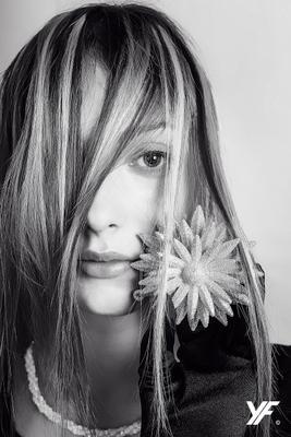 Цветок портрет модель девушка ч б черно белое студия