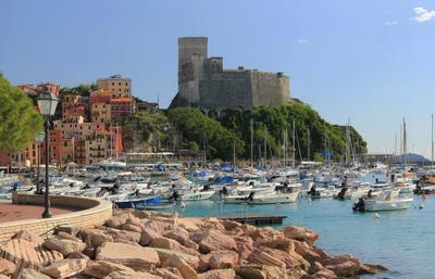 ***  жаркий полдень в южном городке... лето Италия городок побережье лагуна полдень
