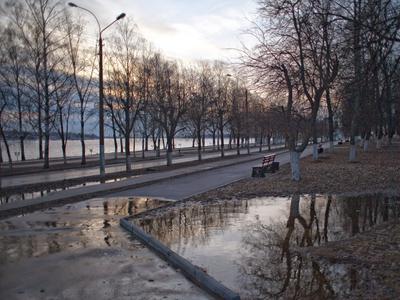 Городская набережная в лужах кострома лужа набережная волга река