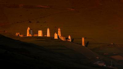 Боевые башни Эрзи на закате ингушетия россия кавказ горы башни боевые пейзаж закат