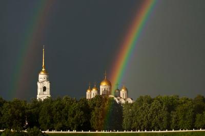 Радужная благодать лето собор деревья небо радуга