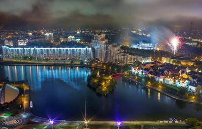 Туманный салют над осенним городом беларусь город мир вечер фотосфера-минск
