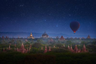 Туманная ночь над Баганом. Мьянма myanmar
