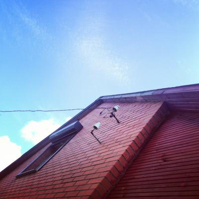 июль... без двадцати три... небо дача дом облака часы время