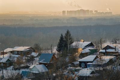 Далекое и близкое зима вечер закат домишки