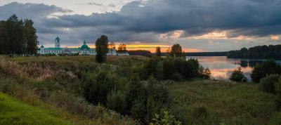 Вечер у Александро-Свирского монастыря