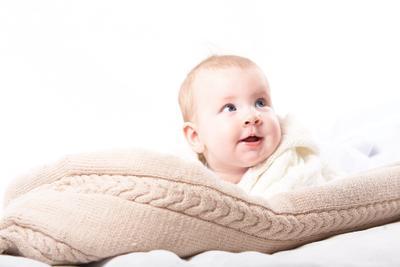 *** ребенок младенец девочка высокий ключ конверт детский эмоции умиление косички