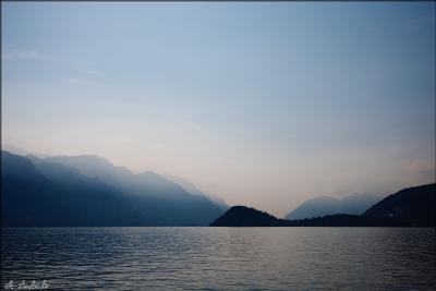 рассвет на озере Комо