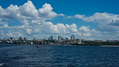 Вид с воды небо город горизонт берег вода море панорама