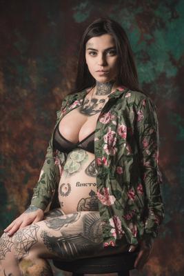 S тату девушка портрет фото беременная