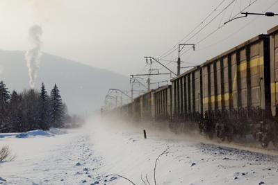 Поднимая снежный вихрь Стофато Кошурниково