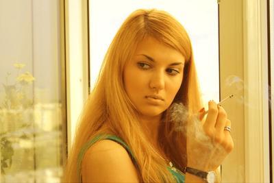...Я отпускаю твои грехи вместе с сигаретным дымом...