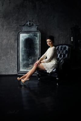 *** девушка кресло зеркало