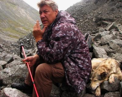 подъем закончен горы перевал камни собака усталость