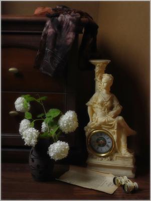 ..... Скромное обаяние буржуазии .... предметы свет идея гармония композиция