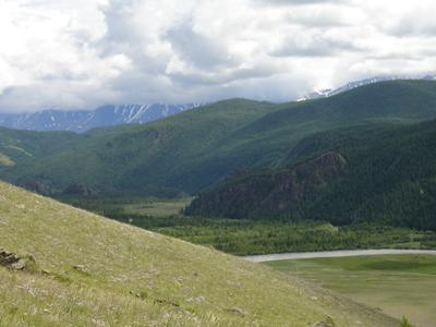 В облаках Северо-Чуйский хребет