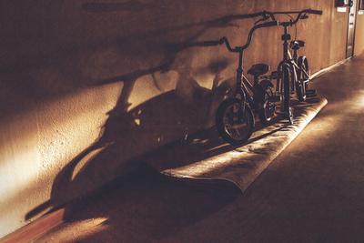 Коридоры моего детства Велосипеды коридор тень
