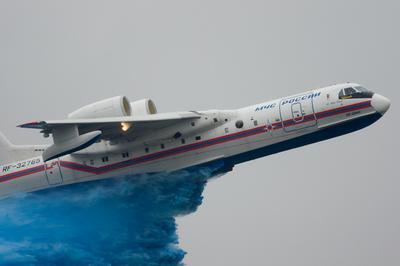 Почему небо голубое... МАКС 2011 MAKS Бе-200 Be-200 сброс