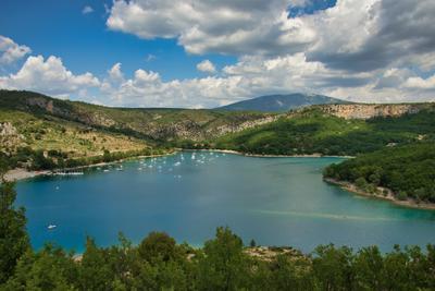Озеро Святого Креста озеро вердонское ущелье франция
