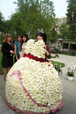 Очередь из невест :) Праздник живые цветы невесты счастье мечты желания улыбки радость добрый смех