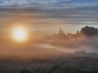 XB! восход монастырь туман река