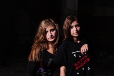 Sisters of rock`n`roll Портрет Рок Постановка Жанровая