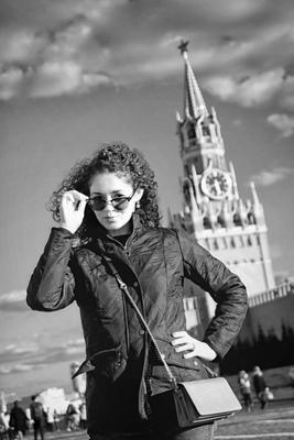Не подскажите, который час??? красная площадь портрет турист кремль Москва спасская башня очки