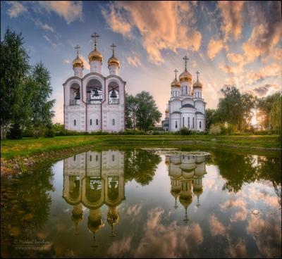 Свято-Никольский женский монастырь... Россия закат отражение церковь